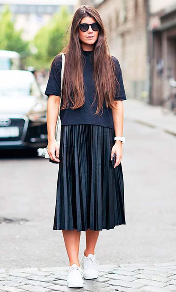 street-style-look-saia-plissada-tenis-blusa-ampla